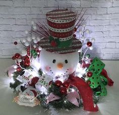 43 Modern Red and White Christmas Centerpiece Ideas - Modern red and white christmas centerpieces ideas 20 - Snowman Christmas Decorations, Snowman Crafts, Christmas Snowman, Christmas Projects, White Christmas, Holiday Crafts, Christmas Holidays, Christmas Wreaths, Christmas Ideas