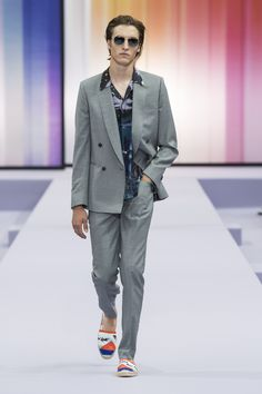 British designer Paul Smith presented his Spring Summer 2018 collection during the Paris Fashion Week. Fashion Show, Mens Fashion, Fashion Trends, Paris Fashion, British Style, British Fashion, Spring Summer 2018, Paul Smith, Men's Collection