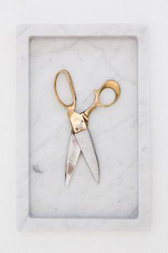 Golden Scissor: http://www.leuchtend-grau.de/2014/12/Schlicht-schoenes-Stillleben.html