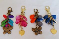 Art.L0001. Llavero con piedras de colores y dijes. Por consultas escribinos a info@encapricharte.com.ar o buscanos en www.facebook.com/encapricharte.com