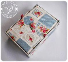 Cartonaje, una caja llena de rosas