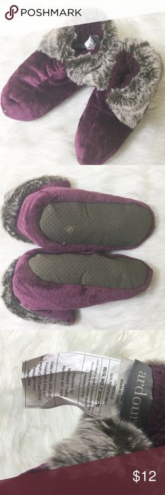 "Fuzzy slippers These have been worn just once. I bought them from another posher but they were too big for me. They are a size large. Brand is ""ardour "".  Posh rules only No paypal No lowballing  Price firm unless bundled.  I'm a suggested user and party host, posh ambassador, posh mentor, and I'm five star rated so buy with confidence!  H A P P Y  P O S H I N G  ⭐️✨⭐️✨⭐️✨🙏✨⭐️✨⭐️✨⭐️ ardour Shoes Slippers"