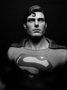 Christopher Reeve Superman 1/6 Scale Figure by Hot Toys