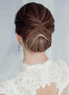 Una linda versión del peinado clásico para novias elegantes.