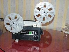 Il s'agit d'un vieux projecteur, facile à utiliser et qui marche très bien. #location projecteur super 8 à #laval (53000)_ www.placedelaloc.com/location/multimedia-high-tech