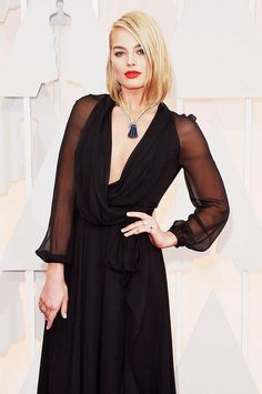 If the red lip ruled last year's Oscars red carpet–what will be this year's standout beauty trend?