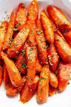 Honey Garlic Butter Roasted Carrots are the best side dish to add to your dinner table! Buttery, tender carrots roasted with the best honey garlic butter sauce! Honey Garlic Butter Roasted Carrots take ordinary roasted carrots to a whole new level! Oven Roasted Carrots, Grilled Carrots, Candied Carrots, Honey Glazed Carrots, Roasted Vegetables, Veggies, Carrots Oven, Vegetable Dishes, Side Dishes