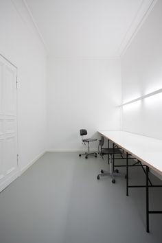 Innenausbau eines Ladengeschäfts zu einem Büro für Kreative.