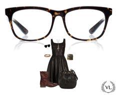 Óculos Via Lorran, vestido de couro preto, bota estilo coturno marrom, bolsa saco e acessórios combinando.