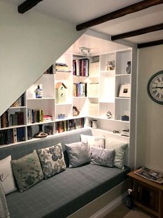 42 Charming Reading Nook Design Ideas Under The Stairs Basement Stairs Charming design ideas nook reading Stairs Home, Minimalist Home, Bedroom Design, House Design, Staircase Design, Home Libraries, House Interior, Under Stairs Nook, Room Design