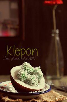 klepon lagiii... by tatiwidarti nbs, via Flickr
