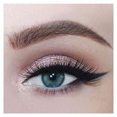 Rose glitter for blue/green eyes, long lashes. Bridal Make Up inspiration. Modern bridal make up. Glitter Eye Makeup, Blue Eye Makeup, Skin Makeup, Makeup Light, Pink Eyeshadow, Makeup Eyeshadow, Makeup Brushes, Makeup Case, Makeup Remover