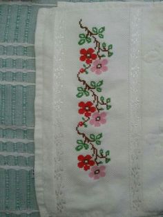 This Pin was discovered by Der Cross Stitch Rose, Cross Stitch Borders, Cross Stitch Flowers, Cross Stitch Charts, Folk Embroidery, Machine Embroidery, Embroidery Designs, Handmade Wall Hanging, Palestinian Embroidery