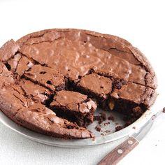 Mijn lievelingsbasisrecept voor brownies is die van Rutger Bakt. Dat komt doordat zijn brownies een perfecte mix zijn tussen een krokante, licht chewy buitenkant een een heerlijk smeuïge binnenkant.