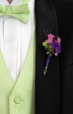 Love the different Boutonniere. Flower Factor