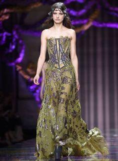 Versace couture Inverno 2015 Foto: MIGUEL MEDINA / AFP