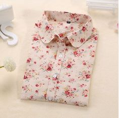 Originální dámská košile se vzorem – béžová s květinami – Velikost L Na  tento produkt se da3d337cd5