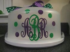Cake carrier with Monogram