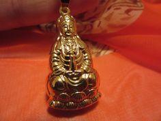 Golden Budha pendant de Victoriaprettyangels en Etsy