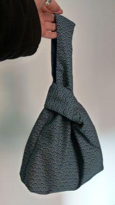 Sac de noeud japonais est confortable et peut être inversé si vous le souhaitez. La partie intérieure munie dune pochette séparée pour le reste de