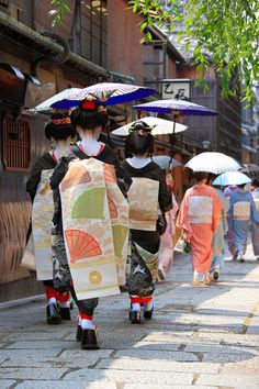 Summer in japan makes us feel so awesome cos we can take part in the festivals such ss hababi and many many Japanese Shrine, Japanese Kimono, Japanese Art, Japanese Beauty, Japanese Fashion, Memoirs Of A Geisha, Japanese Landscape, Modern Pictures, Nihon