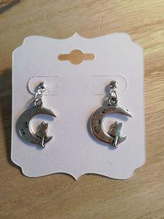 Boucles d'oreille BRELOQUE chat sur la lune  . Modèle unique