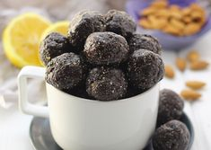 Blueberry energy balls Want the taste of a sweet and delicious blueberry muffin, without all of the gunk? Make these Raw Blueberry Muffin Energy Balls for a nutritious snack that doesn't skimp on the flavor! Protein Snacks, Nutritious Snacks, Healthy Sweets, Healthy Snacks, Protein Bites, Energy Snacks, Whey Protein, High Protein, Healthy Energy Ball Recipe