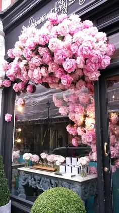 Beautiful shop window display. London Chiltern St. Home Decor Inspiration, Color Inspiration, New York Flower, Patisserie Design, Shop Window Displays, Faux Flowers, Flower Wall, Store Design, Armchairs