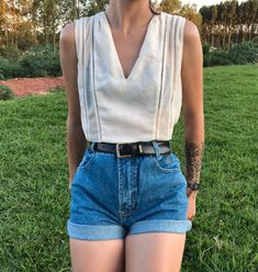 Jean Short Outfits, Uni Outfits, Casual Outfits, Summer Outfits, Fashion Outfits, Mom Jeans Shorts, Mom Jeans Outfit, Zara Shorts, Vintage Mom Jeans
