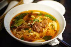 堅持吸味能力強的細麵,有信心的紅燒牛肉湯頭。@十三香麵館 Thin #noodles with #beef #soup #food #Taiwan