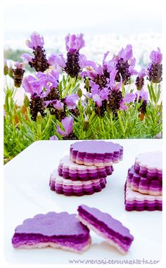 biscuits à étages ombré / layered Ombré cookies Lavender flavoured perhaps? Lavender Cookie Recipe, Lavender Recipes, Galletas Cookies, Cake Cookies, Sugar Cookies, Cupcakes, Iced Cookies, Edible Flowers, Cookies Et Biscuits