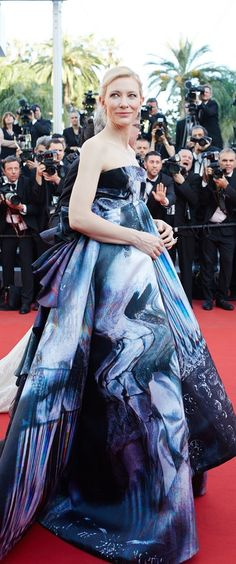 The actress walked the red carpet at the premiere of Carol in an avant-garde strapless Giles design that was complete with an eye-catching print and tied with a multi-layer bow at the back.