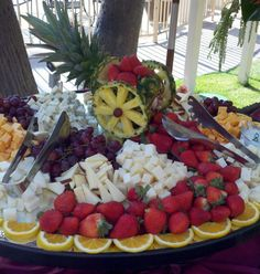 Catering Display Ideas- LOVE the pineapple art - cart! Catering Display Ideas- LOVE the pineapple ar Catering Food Displays, Fruit Displays, Catering Ideas, Buffets, Dessert, Fruit Buffet, Food Carving, Styling A Buffet, Party Trays