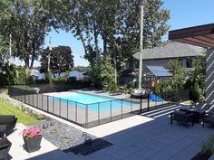 Voici une renversante réalisation faite par Dannis Rathé, l'un de nos installateurs, qui vient donner un éclat de 𝐟𝐫𝐚𝐢̂𝐜𝐡𝐞𝐮𝐫 à cette cour en plus de mettre l'𝐚𝐜𝐜𝐞𝐧𝐭 𝐬𝐮𝐫 𝐥𝐚 𝐩𝐢𝐬𝐜𝐢𝐧𝐞.   Vous cherchez à sécuriser votre piscine avec une clôture esthétique, pratique et qui sort de l'ordinaire? 𝘗𝘦𝘯𝘴𝘦𝘻 𝘊𝘭𝘰̂𝘵𝘶𝘳𝘦 𝘈𝘮𝘰𝘷𝘪𝘣𝘭𝘦…  ☎️1-800-635-3926 📩 info@enfantsecure.com Removable Pool Fence, Child Safety, The Ordinary, Voici, Swimming Pools, Photos, How To Remove, Sparkle, Yard