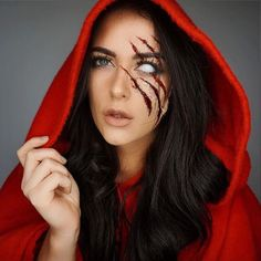 Hallowen Costume Couples Halloween makeup --little red riding hood Halloween Inspo, Halloween Makeup Looks, Diy Halloween Costumes, Halloween Cosplay, Halloween Party, Halloween Make Up Scary, Costume Ideas, Halloween Makeup Vampire, Half Face Halloween Makeup