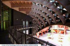 Hasta finales del siglo 19, el arquitecto, de algún modo, se veía   obligado a considerar las condiciones climáticas para el proyecto de las  ... Opera House, Building, Sustainable Architecture, Global Warming, Finals, Interview, Architects, Buildings, Construction