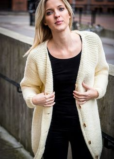 Knitting Blogs, Easy Knitting, Knitting Patterns, Knitting Sweaters, Oversized Cardigan, Knit Cardigan, Drops Design, Knitwear, Knit Crochet