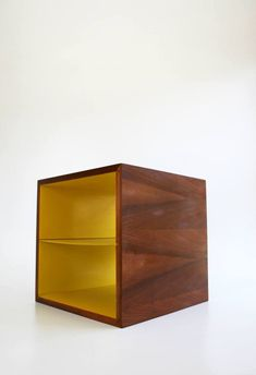 Au milieu du siècle noyer Cube jaune fin Table bureau