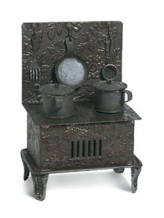 German miniature stove. Theriault's Antique Doll Auctions