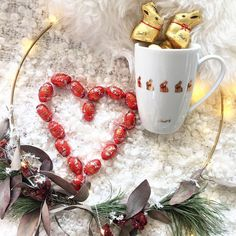 So könnt ihr eure Liebsten zu Ostern überraschen. ❤️ #lindt #lindtgermany #goldbunny #goldhase #lindor #tasse #überraschung #surprise #easter #eastergift #ostern #ostergeschenk #inspiration #eastertime #chocolate #chocolatelovers Lindt, Inspiration, Hare, Easter, Biblical Inspiration, Inhalation, Motivation