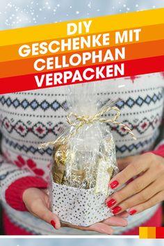 Dieser Verpackungstipp ist ideal für alle Verpackungsmuffel, die weder Papier schneiden noch falten möchten. Mit wenigen Handgriffen, einer Geschenkbox und Cellophan Papier sowie einem Haarföhn gelingt dir eine tolle Geschenkverpackung für Weihnachtsgeschenke.   #libroat #geschenkeverpacken #weihnachtsgeschenke #cellophan #verpacken #schenken Advent, Perfume Bottles, Wrapping Gifts, Diy Presents, Christmas Time, Christmas Presents, Amazing, Christmas, Crafting