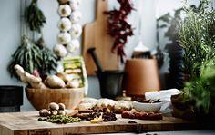 Si farvel til kjedelige og smakløse måltider. Med noen enkle oppbevarings- og matlagingstips blir det lett å få frem de gode smakene som finnes i kryddersamlingen din.