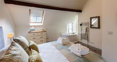 Gamekeeper's Cottage with roll top bath