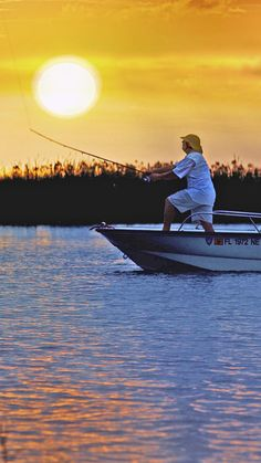 Fresh water fishermen gather on Lake Okeechobee for the best in big mouth bass fishing. Saltwater or freshwater, The Palm Beaches has it all for the angler!