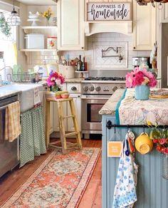 Shabby Chic Kitchen, Country Kitchen, Vintage Kitchen, Kitchen Decor, Cottage Kitchens, Home Kitchens, Country Decor, Farmhouse Decor, Unique Garden