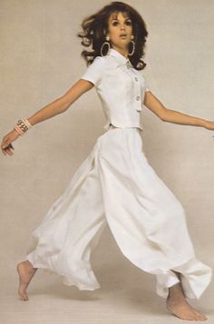 The Chloé girl has graduated to become the Chloé woman. Shop Chloé on Farfetch today and enjoy secure checkout, fast delivery and free returns. 1967 Fashion, Sixties Fashion, Fashion Models, Jean Shrimpton, David Bailey, Vintage Dresses, Vintage Outfits, Vintage Fashion, Chloe