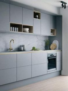 Sleek Contemporary Kitchen Cabinets, Minimalist Handles, Inspiring Kitchen Design Ideas Contemporary design brings beautiful kitchen cabinets in a neutral color palette Kitchen Room Design, Kitchen Cabinet Design, Home Decor Kitchen, Interior Design Kitchen, Home Design, Design Ideas, Kitchen Ideas, Kitchen Trends, Kitchen Hacks