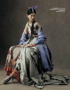 """The Peking Opera"" – lensed by Kiki Xue captures Chinese opera costumes for Harper's Bazaar China, May featuring Beijing opera singers and beauty Wangy Xin Yu Foto Fashion, Fashion Art, Editorial Fashion, High Fashion, Street Fashion, Fashion Tips, Fashion Design, Fashion Hacks, Men Fashion"