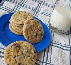 Buttermilk Chocolate Chip Cookies - perfectly round, soft and chewy!