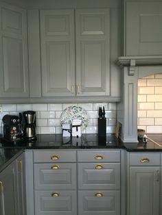 Our new kitchen. Kitchen Black Counter, Modern Kitchen Interiors, Kitchen Design, Kitchen Inspirations, Grey Kitchen Designs, New Kitchen, Bodbyn Kitchen Grey, Kitchen Interior, Cottage Kitchen Design